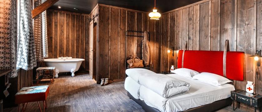 france_chamonix_refuge_de_montenvers_bedroom.jpg